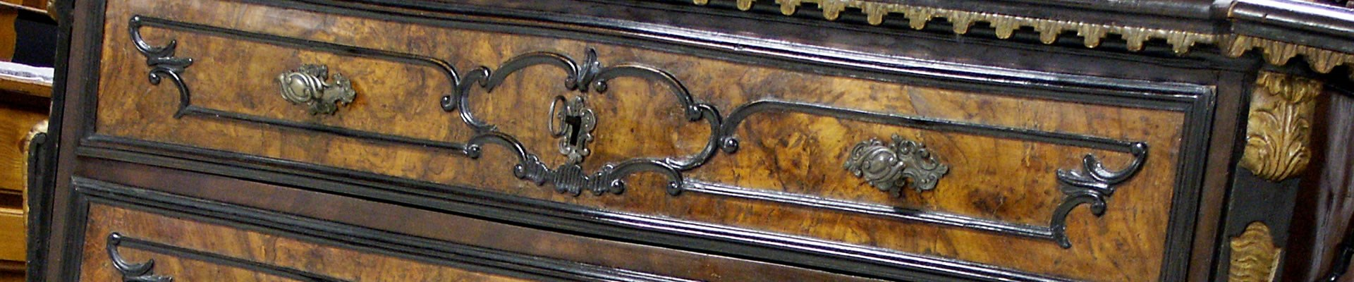 Importante canterano lombardo intarsiato in noce for Mobili antichi vendita